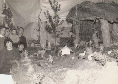 Marina con visitantes del pueblo en 1966