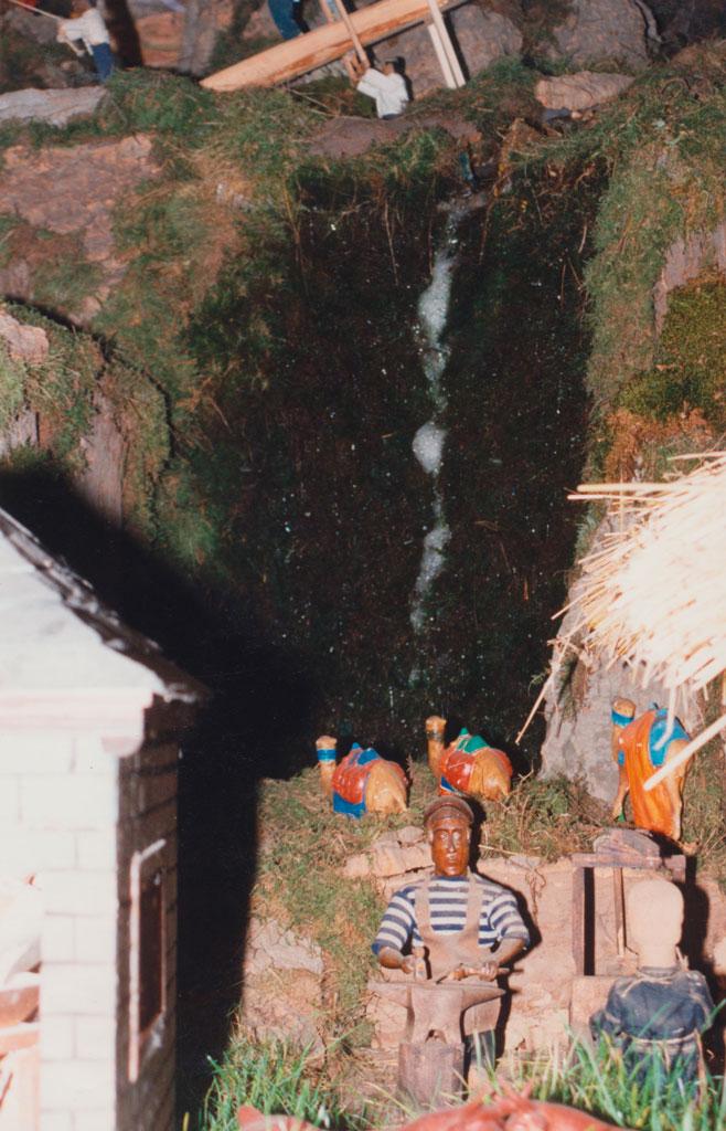 Una cascada de agua junto al herrero.
