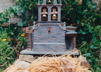 Portal de belén fuera de la iglesia en 1989.
