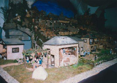Jugando junto al molino en el 2000.