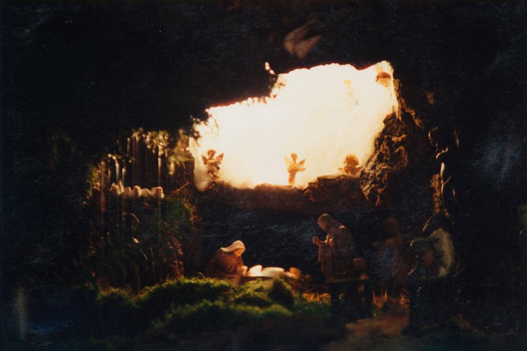 El portal de Belén dentro de una cueva.