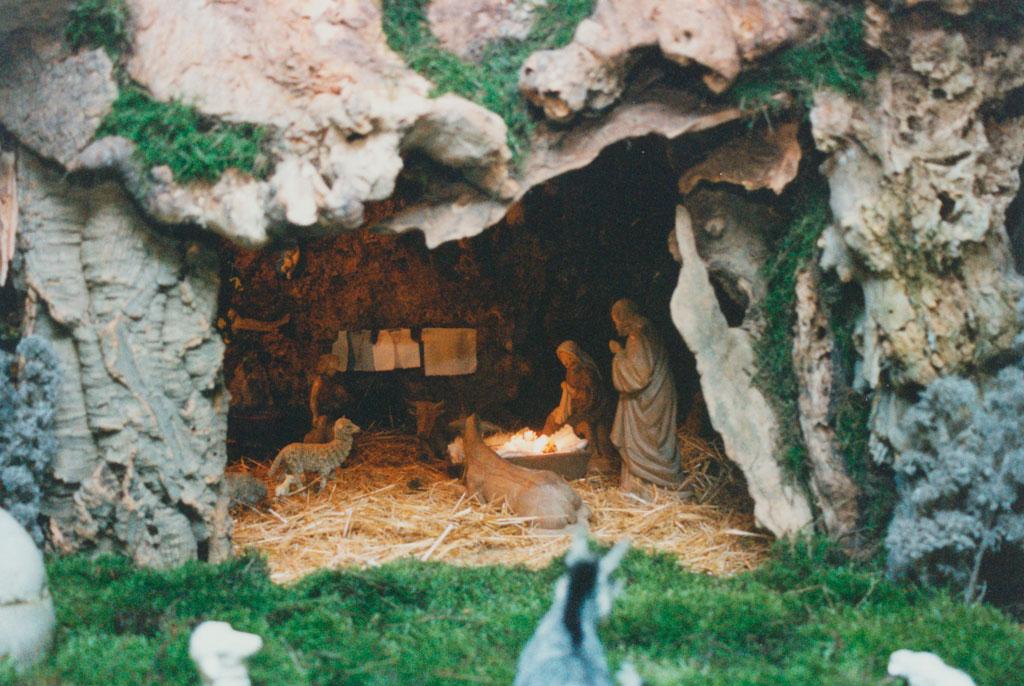 Cueva con el portal de belén.