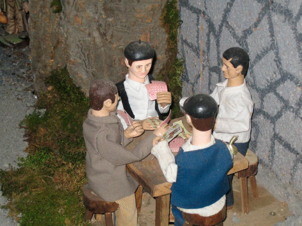 Hombres jugando a las cartas.
