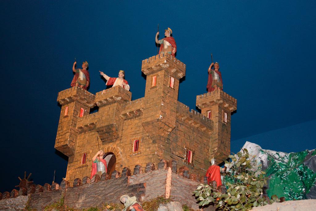 El castillo de Herodes en lo alto.