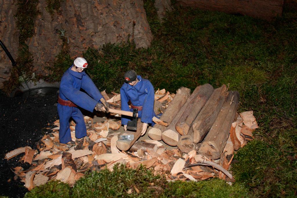 Mineros preparando la madera.