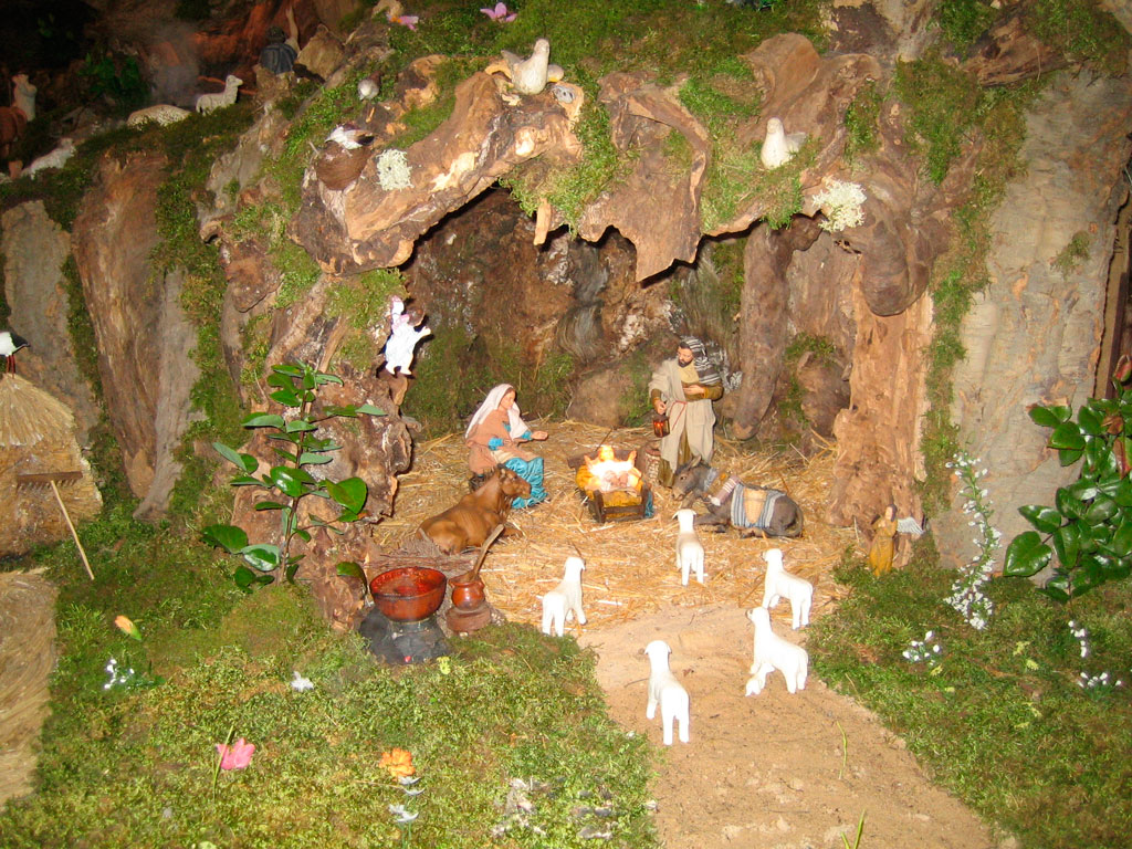 El portal de belén en una cueva.